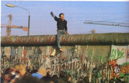 Non sarebbe bello riprendere Berlino? Non sarebbe eroico non essere degli eroi?